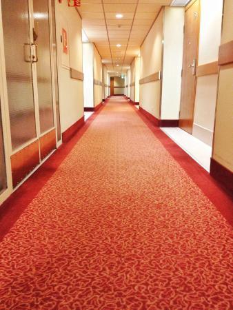 Rantasipi Tropiclandia Spa and Resort: Endless long corridor