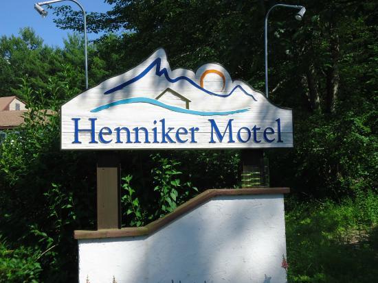 Henniker, NH: Entrance Sign