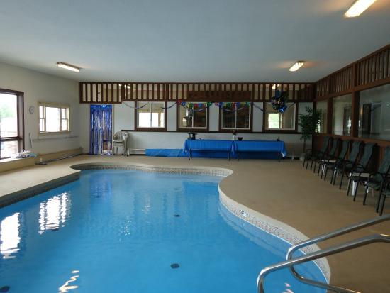 Henniker, NH: Pool Room