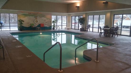 Settle Inn & Suites La Crosse: Pool