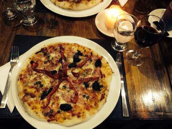 Antigua Residencia : We loved this pizza from the italian owner! Normally we can't finish such a big pizza, but this
