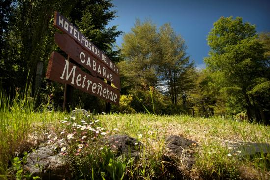 Cabanas Metrenehue - Parque Metrenehue: Sign at entrance