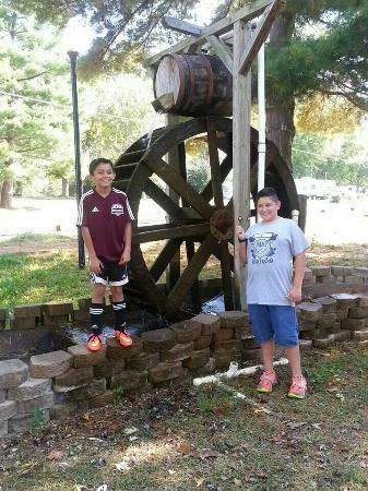 Bowling Green KOA : Part of the putt-putt. Nojah and Nikolas.