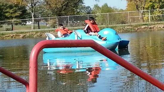 Bowling Green KOA : Nikolas and Nojah tired of paddling. So they are relaxing.