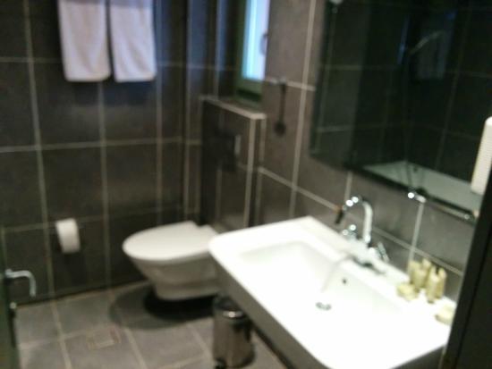 Aegli Arachova: room bathroom