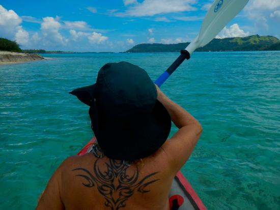 Bora Bora Photo Lagoon : Paddling here is one of the most popular sports.