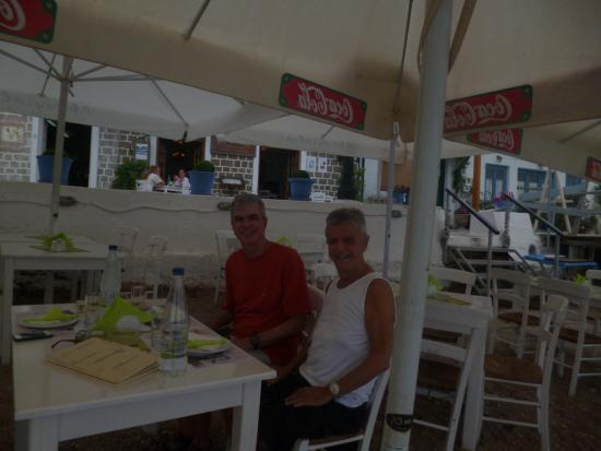 Akrogialia Restaurant: Akrogialia Taverna's outdoor seating terrace in Spetses