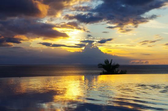 Le Rayon Vert : Coucher de soleil vu depuis la Piscine