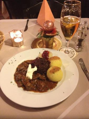 Goldener Apfel: Hirschgulash