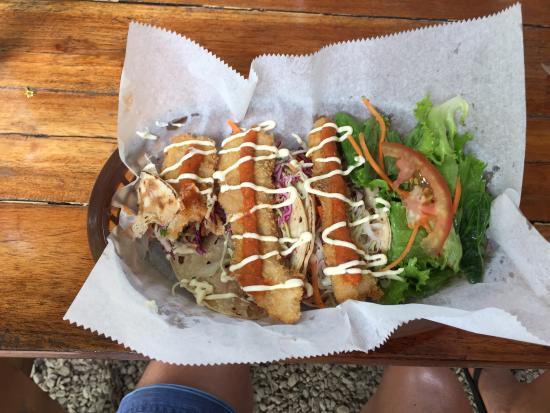 Chicken Joe's: Fish tacos extraordinaire