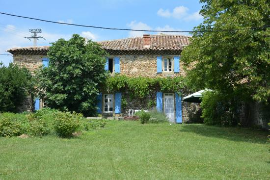Mornans, Francja: Vanuit de tuin gezien.