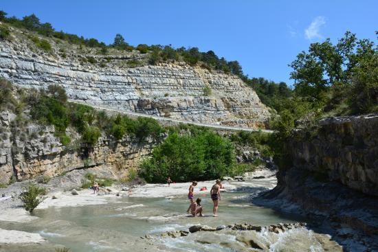 Mornans, Francja: Prachtig gelegen rivier. Prima voor een afkoelmoment.