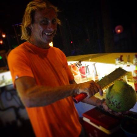 Pogo Beach Bar & Grill: Pogo loco