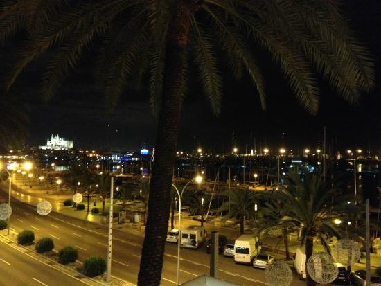 Hotel Mirador: view from the room at night