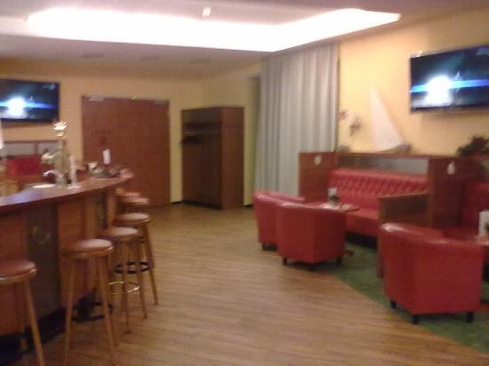 Hotel Nautic: Sky Sportbar