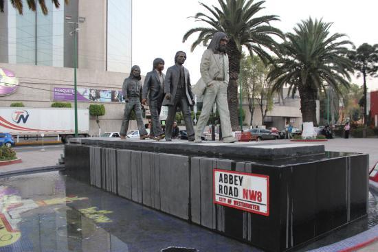 Crowne Plaza Mexico City North-Tlalnepantla : Fab Four Statue
