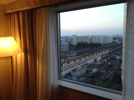 Oriental Hotel Tokyo Bay: 部屋から浦安駅