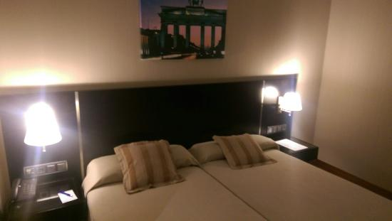 Hotel Clement Barajas: Clean and spacious room