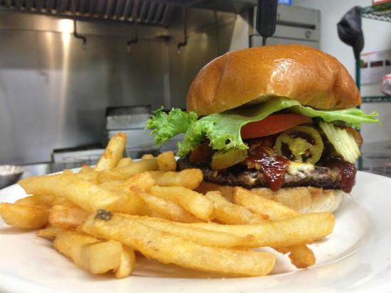 Chicago Pizza & Sports Grille: Cowboy Burger