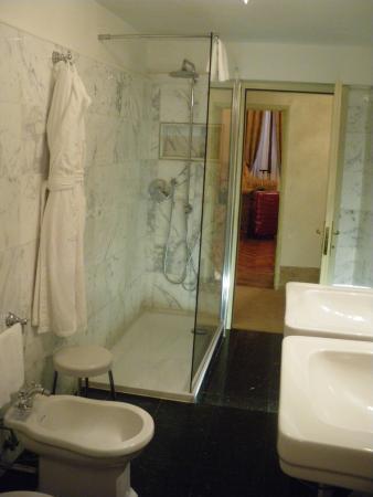 Palazzo Paruta: Bathroom