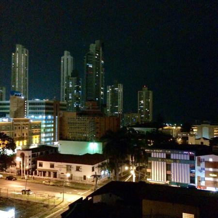 Avila Hotel Panama: Vista de la habitación.