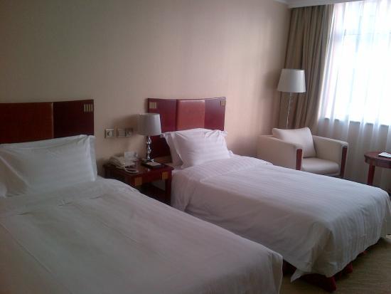 Tianyu Gloria Grand Hotel Xian: Bedroom 1