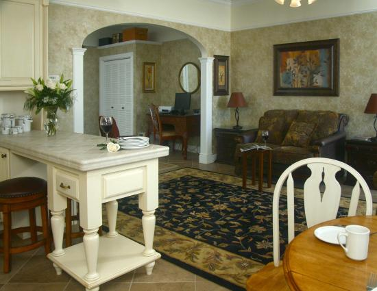 Victorian Inn : Anna's Suite