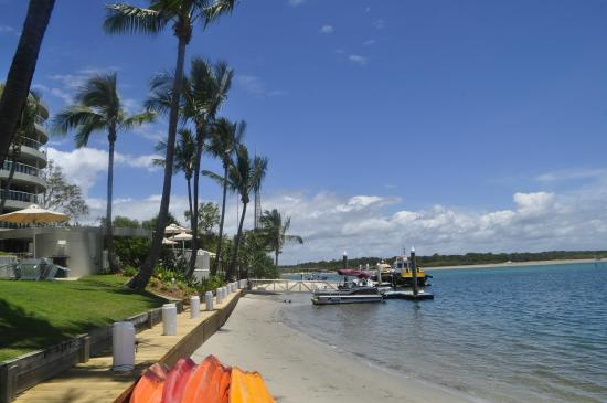 Noosa Pacific Riverfront Resort: River Side