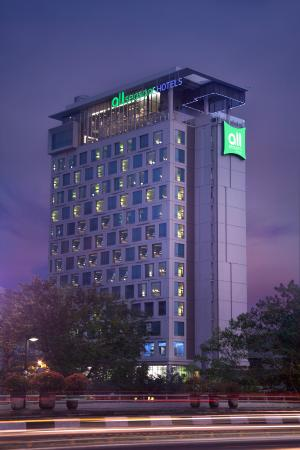hotel facade from sudirman cbd picture of all seasons jakarta rh tripadvisor co za