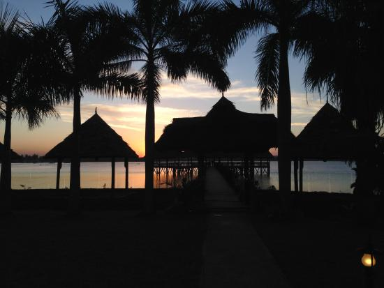 DoubleTree by Hilton Dar es Salaam-Oysterbay: Sunset looking out over grounds