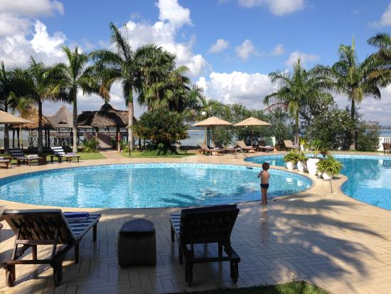 DoubleTree by Hilton Dar es Salaam-Oysterbay: Pool area