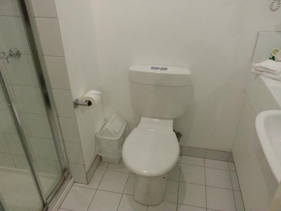 Miami Hotel Melbourne: Toilet