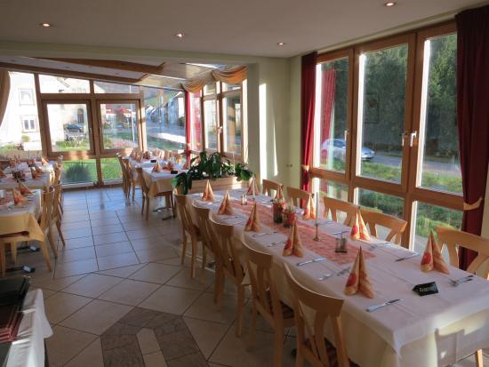 Landhotel Restaurant Wilder Mann: Restaurant and breakfast room