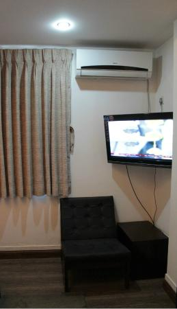 Fabulous Air Conditioning Unit Lounge Chair And Flat Screen Tv With Pdpeps Interior Chair Design Pdpepsorg