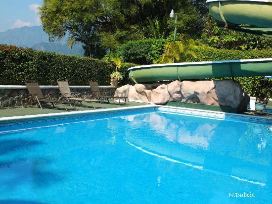 Hotel Posada de Don Rodrigo Panajachel : La piscine -toboggan