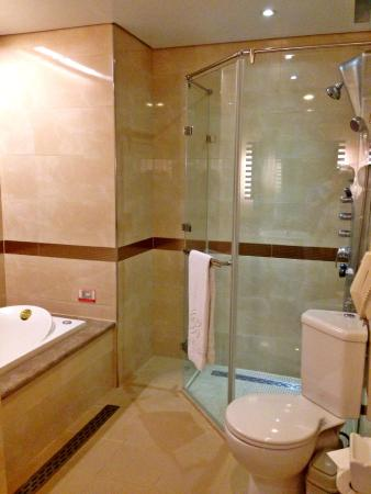 Beauty Hotels Taipei - Hsuanmei Boutique : Big Bathroom for standard room