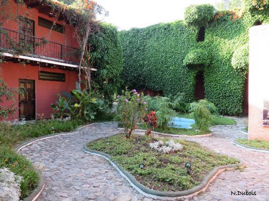 Hotel Posada de Don Rodrigo Panajachel: Petite cour intérieure