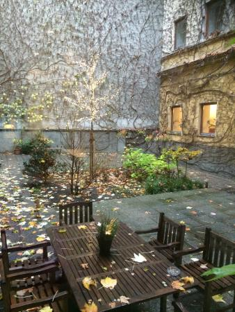 Hotel KUNSThof: Inner courtyard decorated for Christmas