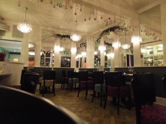 Oscar & Bentleys: more a '30s ball room then a restaurant