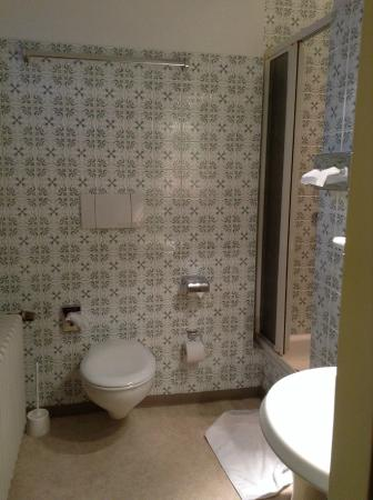 Hotel am Marschiertor: Spacious bathroom