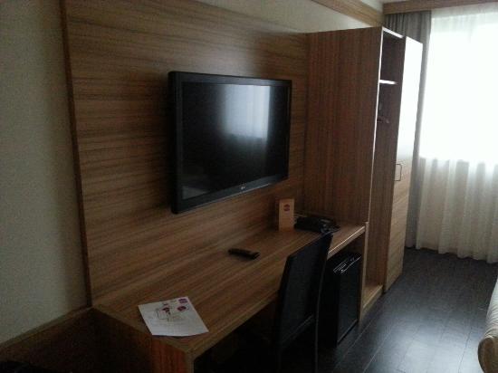 Star Inn Hotel Wien Schönbrunn, by Comfort: Nice big HD TV
