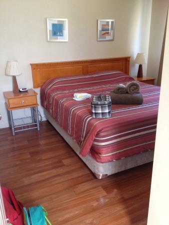 Jurien Bay Tourist Park: Main bedroom