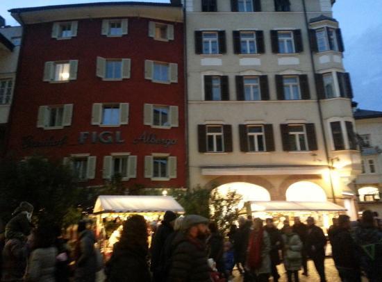 Hotel Figl: Esterno Hotel piazza del grano