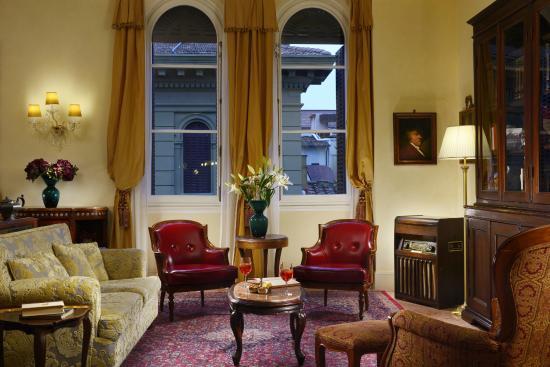 Hotel Pendini: Lounge at night