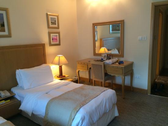 City Seasons Hotel: Room