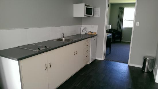 Arrowtown Motel Apartments : Kitchen