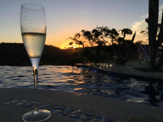 Cliffside Luxury Inn: Cheers