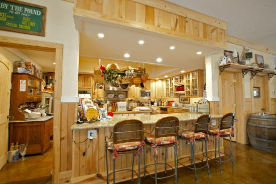 Blackberry Creek Retreat: Kitchen Area