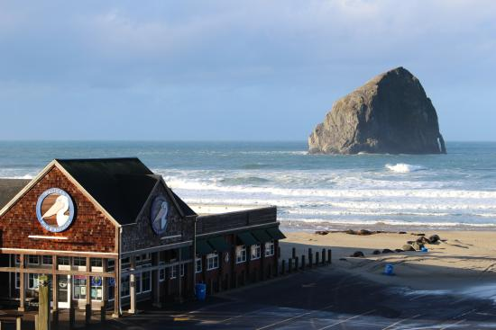 Inn At Cape Kiwanda: the view from your room and the local pub