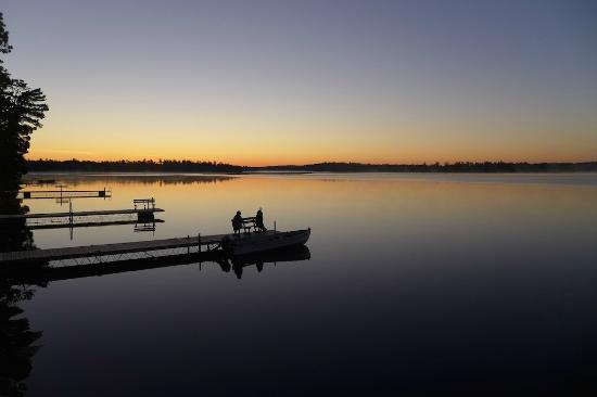 Big Lake Wilderness Lodge: Big Lake before sunrise